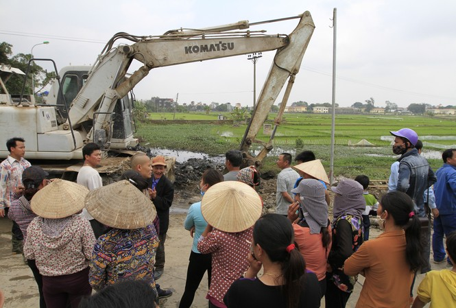 Hà Nội: Bức xúc vì đốt phế liệu, người dân chặn đường quốc lộ