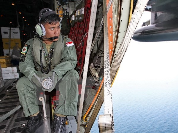 Lực lượng không quân Singapore tham gia chiến dịch tìm kiếm máy bay mất tích QZ8501 ngày 29/12. (AFP/TTXVN)