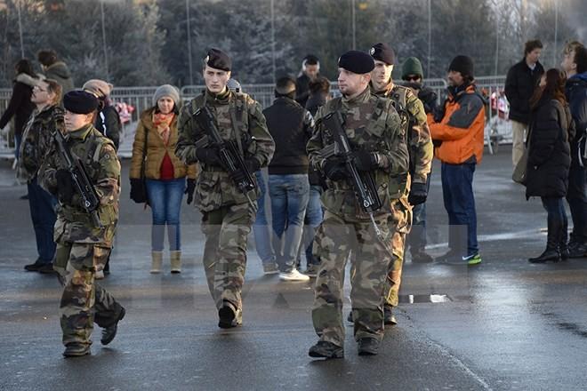 Binh sỹ Pháp tăng cường tuần tra tại thủ đô Paris. (Nguồn: AFP/TTXVN)