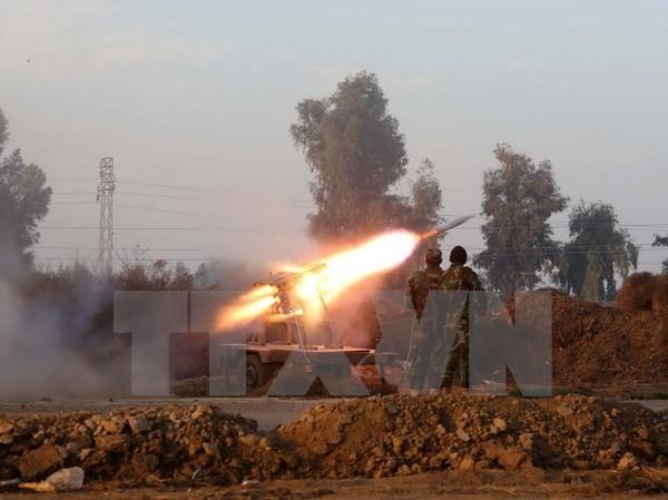 Binh sỹ Iraq trong cuộc giao tranh với các tay súng IS. (Ảnh: AFP/TTXVN)