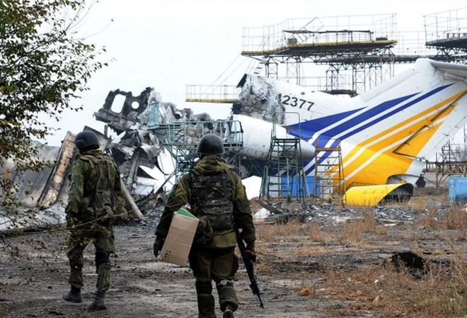 Bản tin 20H: Tấn công sân bay Donetsk, Ukraine mất cả đại đội xe tăng
