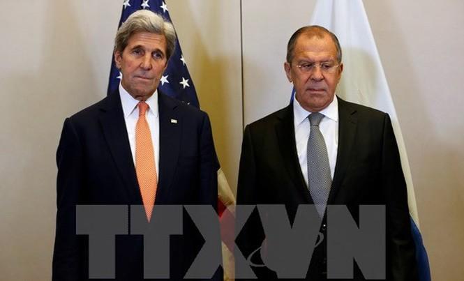 Ngoại trưởng Mỹ John Kerry (trái) và Ngoại trưởng Nga Sergei Lavrov trong một cuộc gặp ở Geneva, Thụy Sĩ ngày 9/9. Nguồn: AFP/TTXVN.