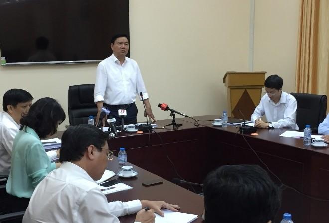 Bí thư Thành ủy TPHCM Đinh La Thăng họp khẩn với Bộ Y tế và các đơn vị liên quan trước tình hình bệnh do vi rút Zika xuất hiện liên tiếp tại TPHCM. Ảnh: Quốc Ngọc