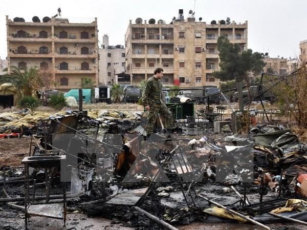 Cảnh đổ nát tại hiện trường vụ tấn công nhằm vào bệnh viện dã chiến ở Furqan ngày 5/12. (AFP/TTXVN)