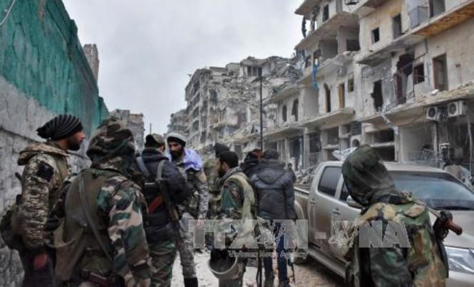 Lực lượng ủng hộ Chính phủ Syria trong chiến dịch giành lại quyền kiểm soát Aleppo ngày 14/12. Ảnh: AFP/TTXVN.