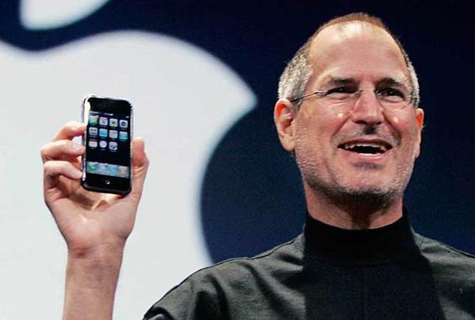 Steve Jobs và chiếc iPhone năm 2007