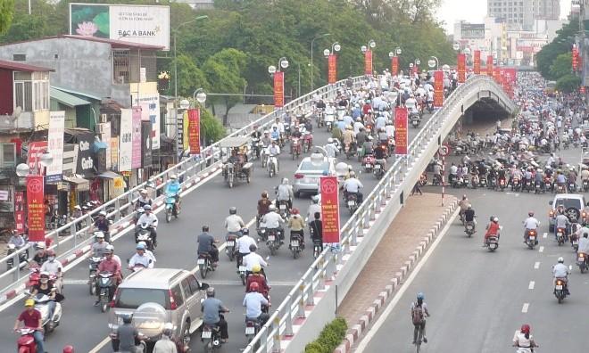 Cầu vượt nhẹ Hà Nội trước đây được xây dựng sau khi Sở GTVT Hà Nội lựa chọn nhiều ý tưởng góp ý