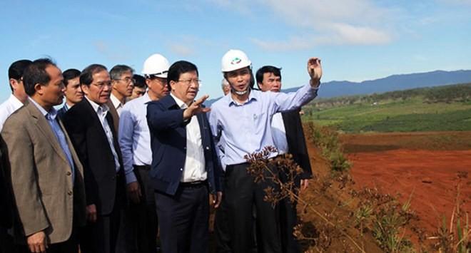 Phó Thủ tướng kiểm tra khu vực khai thác quặng bô xít