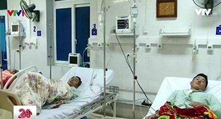 Bệnh nhân sau vụ ngộ độc đang được tích cực điều trị. Ảnh: VTV24