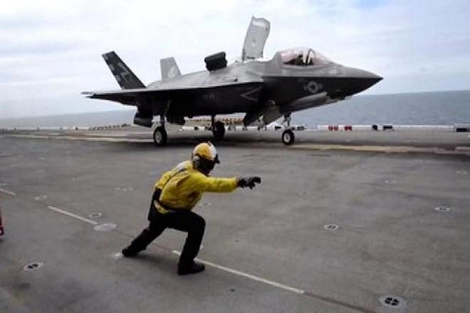 Máy bay chiến đấu của Mỹ xuất kích trong 1 cuộc tập trận. (Nguồn: CNBC.com)