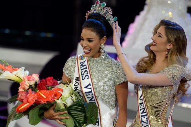 Chung kết Hoa hậu Venezuela 2016 diễn ra hôm 5/10. Keysi Mairin Sayago Arrechedera (23 tuổi) đăng quang.