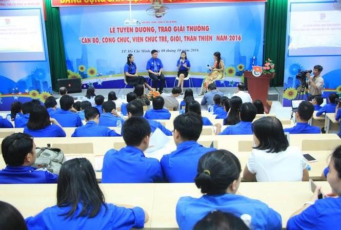 Các gương cán bộ, công chức, viên chức trẻ tiêu biểu giao lưu cùng đoàn viên thanh niên