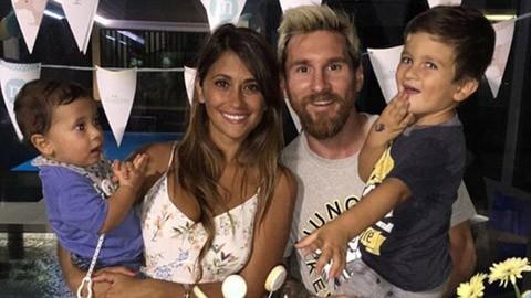 Messi và bạn gái rủ nhau xăm hình khắc ghi tình yêu