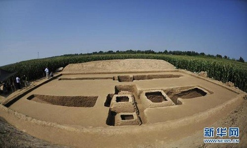 Nhiều bộ hài cốt trẻ em được khai quật tại khu di tích khảo cổ ở tỉnh Hà Bắc, Trung Quốc. Ảnh: Xinhua.