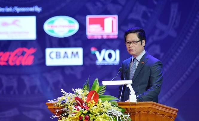 """Chủ tịch VCCI Vũ Tiến Lộc cho rằng, đã qua rồi, thời doanh nhân """"ngay kinh doanh, tối đi quan hệ""""."""