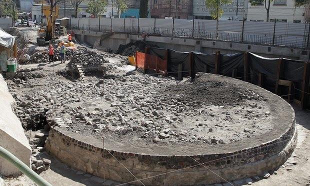 Những phần vừa phát hiện được của di tích đền thờ thần gió cổ trong khu phố Tlatelolco, Mexico City. Ảnh: EPA
