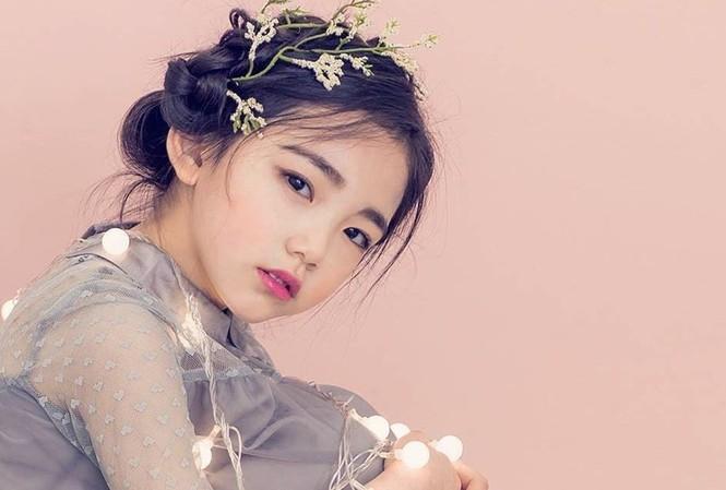 Lee Eun Chae (6 tuổi, đến từ Hàn Quốc) hiện là gương mặt thu hút sự chú ý trong cộng đồng mạng, sau khi hình ảnh của em thường xuyên được mẹ chia sẻ trên Instagram.