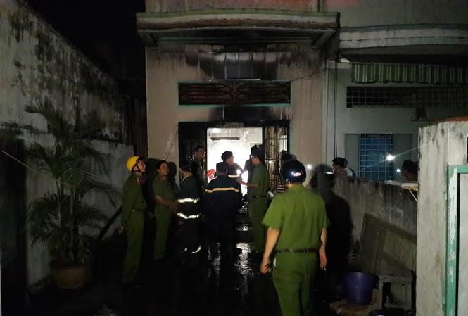 Lực lượng PCCC có mặt tại hiện trường dập tắt đám cháy