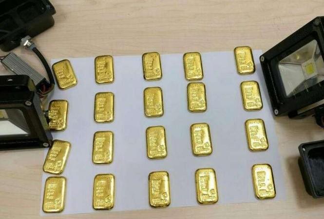 Số vàng hải quan tịch thu của đối tượng buôn lậu.