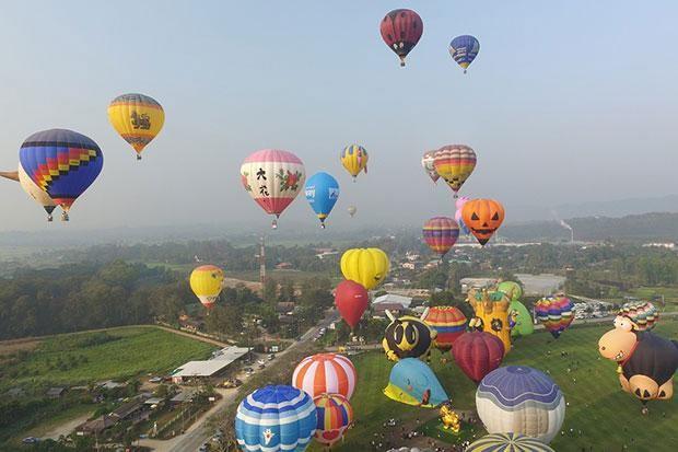 22 cặp đôi trên khắp Thái Lan cùng trao lời hẹn thề trăm năm giữa không trung trên khinh khí cầu.