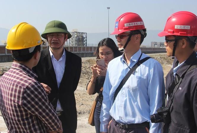 Lực lượng chức năng tỉnh Hà Tĩnh kiểm tra thực tế hệ thống xả thải tại Formosa sáng 20/2 để làm rõ thông tin trên mạng xã hội trong những ngày qua.