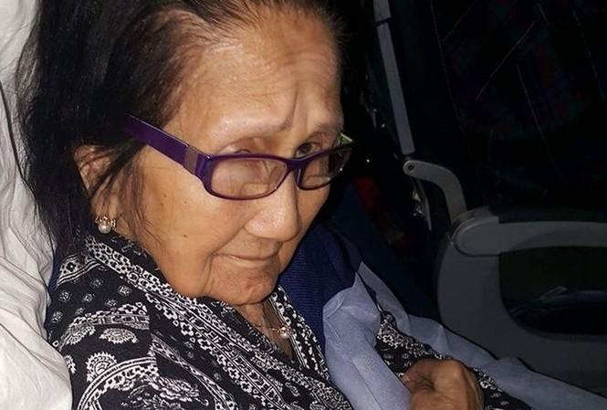 """Cụ bà Paz Orquiza """"rớt nước mắt"""" vì United Airlines."""
