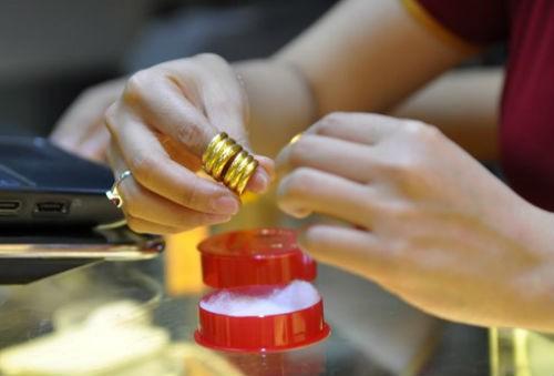 Các sản phẩm chế tác từ vàng ngày càng phong phú, phục vụ nhu cầu tích trữ, cầu may của người dân.