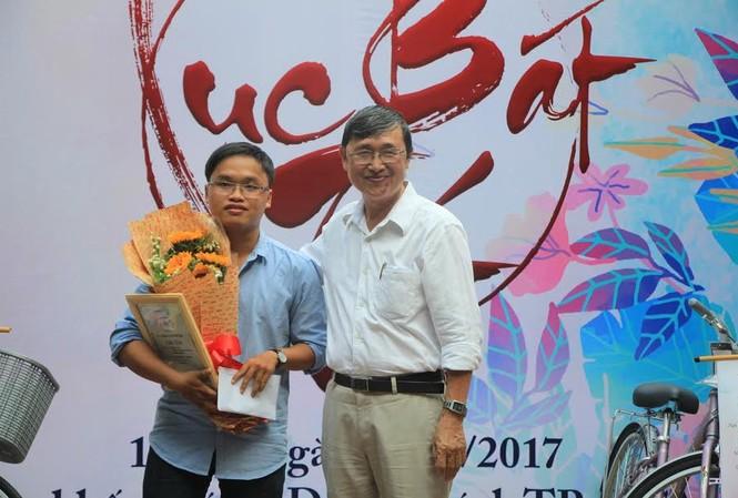 Tác giả trẻ Nguyễn Trần Khải Duy nhận giải nhất cuộc thi thơ Lục bát Tết