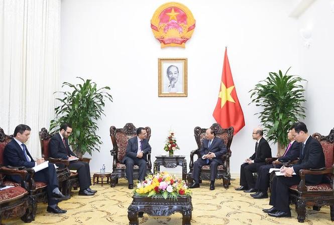 Thủ tướng Nguyễn Xuân Phúc tiếp Đại sứ Marocco Azzeddine Farhane.