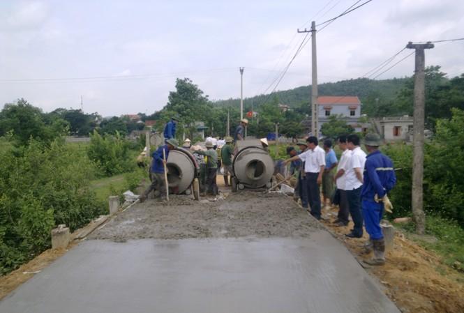 đảm bảo giao thông đi lại thuận tiện là một trong những tiêu chí trong xây dựng nông thôn mới