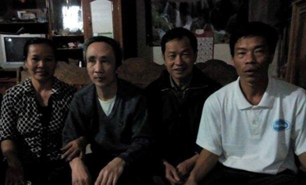 Ông Hàn Đức Long (thứ 2 từ trái sang) cùng gia đình. Ảnh FB LS. N.G.Trai