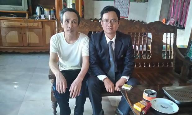 Ông Hàn Đức Long (trái) và luật sư Ngô Ngọc Trai.
