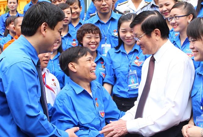 Chủ tịch nước Trương Tấn Sang tiếp các đại biểu thanh niên tiên tiến. Ảnh: Xuân Tùng