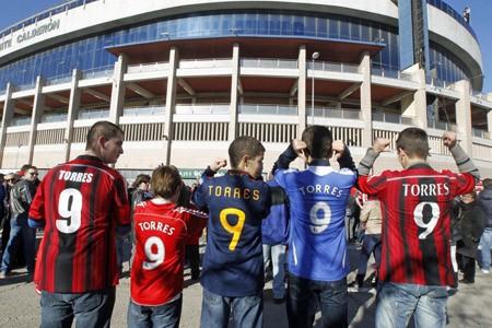 Hơn 4 vạn CĐV chào đón Torres ở Atletico - ảnh 8