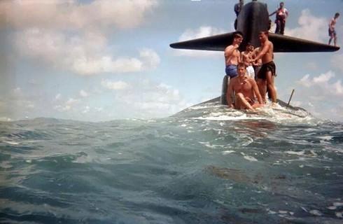 Lính thủy Mỹ mở tiệc nướng trên tàu ngầm - ảnh 11