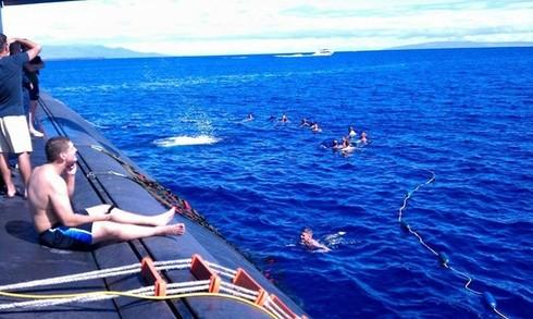 Lính thủy Mỹ mở tiệc nướng trên tàu ngầm - ảnh 12
