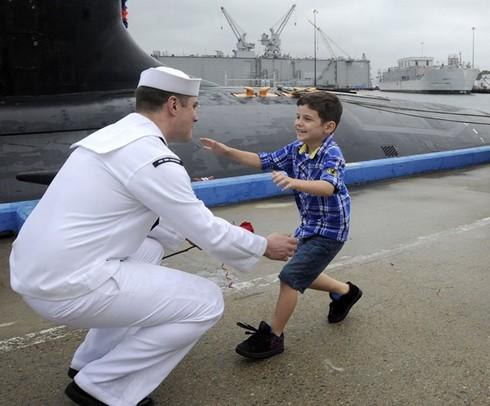 Lính thủy Mỹ mở tiệc nướng trên tàu ngầm - ảnh 16
