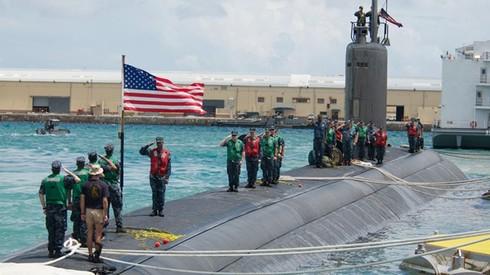 Lính thủy Mỹ mở tiệc nướng trên tàu ngầm - ảnh 1