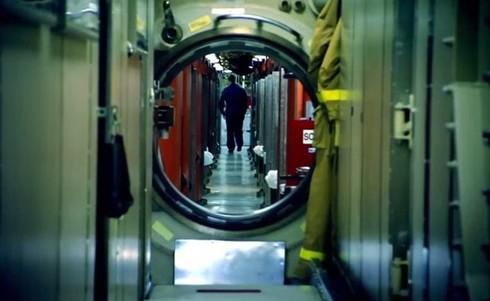 Lính thủy Mỹ mở tiệc nướng trên tàu ngầm - ảnh 3