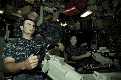 Lính thủy Mỹ mở tiệc nướng trên tàu ngầm - ảnh 5