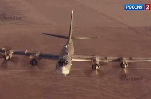 Tận thấy máy bay ném bom Tu-95 Nga tung hoành trên không - ảnh 11