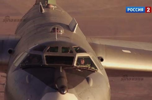 Tận thấy máy bay ném bom Tu-95 Nga tung hoành trên không - ảnh 12