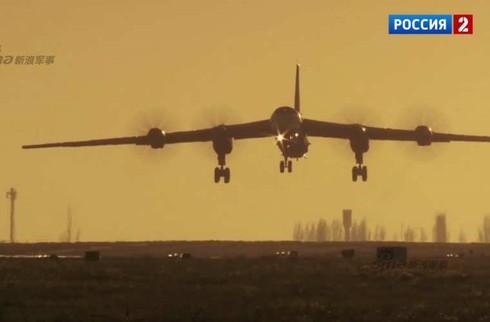 Tận thấy máy bay ném bom Tu-95 Nga tung hoành trên không - ảnh 15