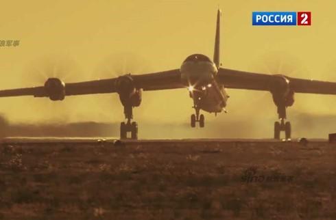 Tận thấy máy bay ném bom Tu-95 Nga tung hoành trên không - ảnh 16
