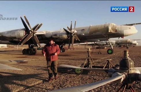 Tận thấy máy bay ném bom Tu-95 Nga tung hoành trên không - ảnh 2