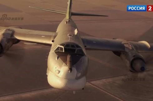 Tận thấy máy bay ném bom Tu-95 Nga tung hoành trên không - ảnh 8
