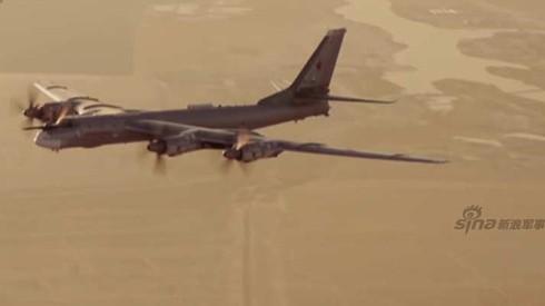 Tận thấy máy bay ném bom Tu-95 Nga tung hoành trên không - ảnh 9