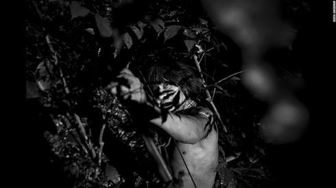 Cuộc sống hoang dại của bộ lạc ít người nhất hành tinh - ảnh 1