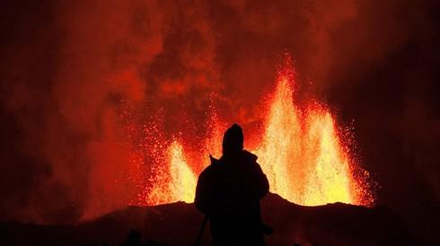Cận cảnh vẻ đẹp chết chóc của núi lửa thức giấc ở Iceland - ảnh 1