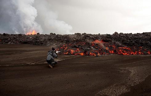Cận cảnh vẻ đẹp chết chóc của núi lửa thức giấc ở Iceland - ảnh 2